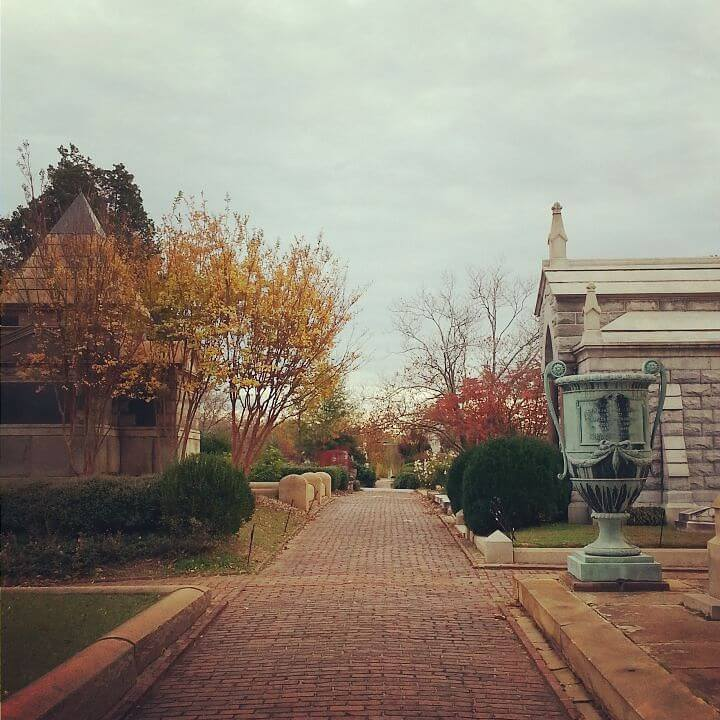 running-in-oakland-cemetery-atlanta_23035941256_o